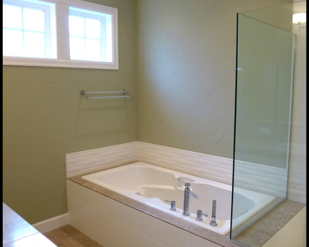 Bend Oregon West Side new homes Skylight Homebuilders Northwest Crossing master bath